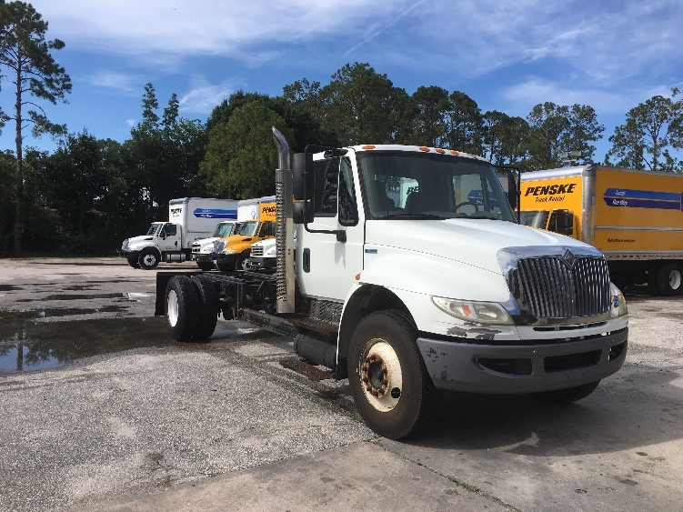 Cab and Chassis Truck-Light and Medium Duty Trucks-International-2009-4300-DAYTONA BEACH-FL-153,468 miles-$11,500