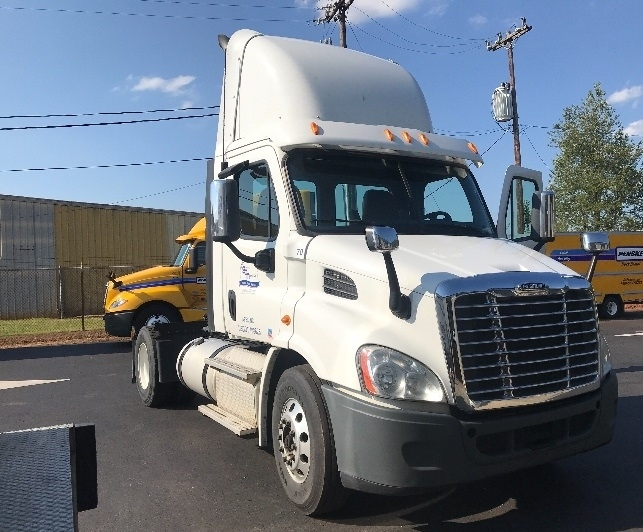 Day Cab Tractor-Heavy Duty Tractors-Freightliner-2013-Cascadia 11342ST-MEBANE-NC-448,364 miles-$31,000