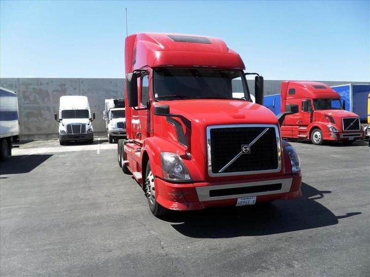 Sleeper Tractor-Heavy Duty Tractors-Volvo-2012-VNL64T670-LAS VEGAS-NV-594,383 miles-$29,000