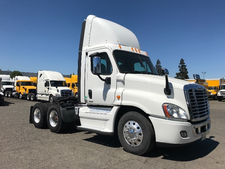 Day Cab Tractor-Heavy Duty Tractors-Freightliner-2011-Cascadia 12564ST-WEST SACRAMENTO-CA-167,013 miles-$43,500