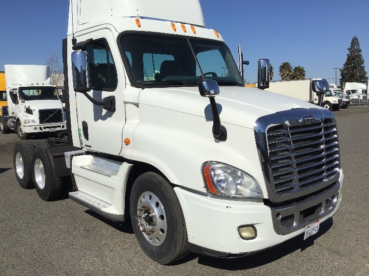 Day Cab Tractor-Heavy Duty Tractors-Freightliner-2011-Cascadia 12564ST-WEST SACRAMENTO-CA-200,125 miles-$44,250
