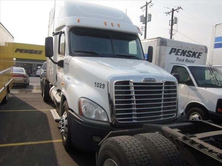 Sleeper Tractor-Heavy Duty Tractors-Freightliner-2013-Cascadia 12564ST-SPOKANE VALLEY-WA-542,204 miles-$51,500
