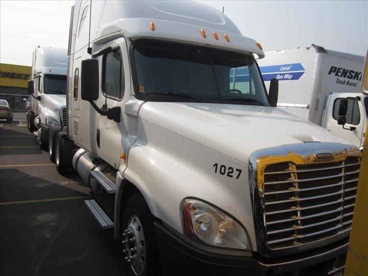 Sleeper Tractor-Heavy Duty Tractors-Freightliner-2013-Cascadia 12564ST-SPOKANE VALLEY-WA-577,346 miles-$49,500