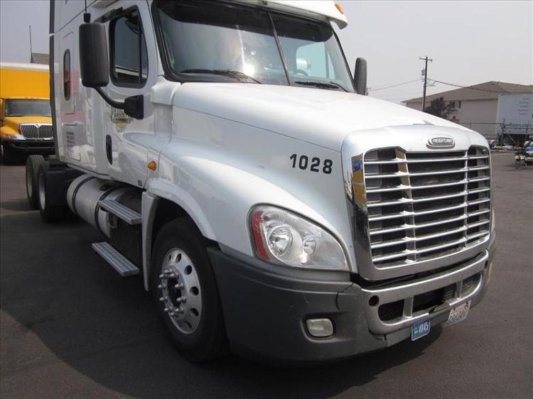 Sleeper Tractor-Heavy Duty Tractors-Freightliner-2013-Cascadia 12564ST-SPOKANE VALLEY-WA-581,930 miles-$49,250