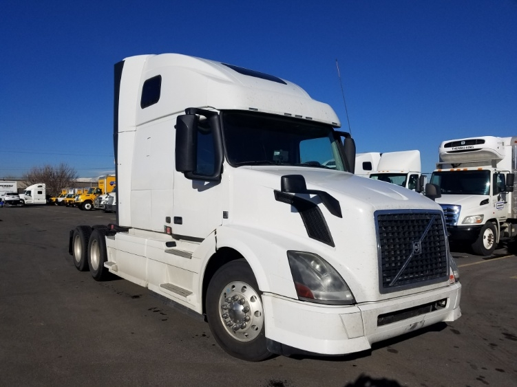 Sleeper Tractor-Heavy Duty Tractors-Volvo-2014-VNL64T670-SPARKS-NV-625,869 miles-$40,250