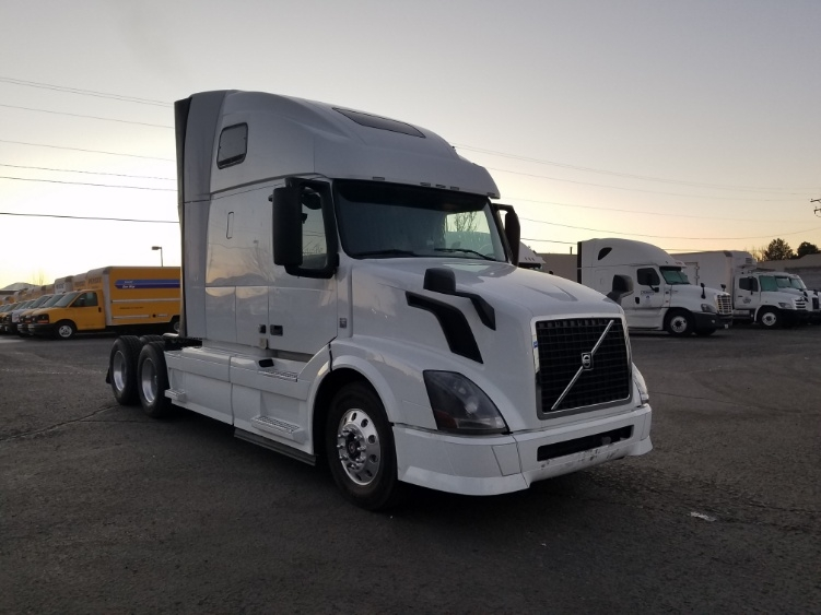 Sleeper Tractor-Heavy Duty Tractors-Volvo-2013-VNL64T670-SPARKS-NV-634,763 miles-$38,000