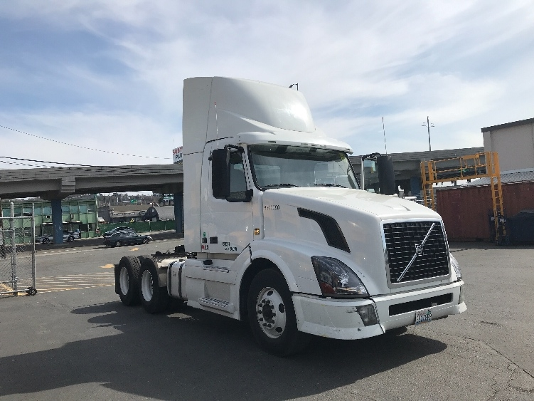 Day Cab Tractor-Heavy Duty Tractors-Volvo-2010-VNL64T300-SEATTLE-WA-435,159 miles-$25,000