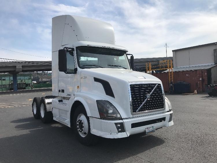 Day Cab Tractor-Heavy Duty Tractors-Volvo-2010-VNL64T300-SEATTLE-WA-493,851 miles-$28,750