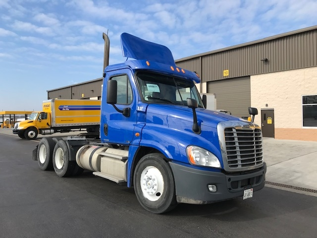 Day Cab Tractor-Heavy Duty Tractors-Freightliner-2012-Cascadia 12564ST-BEDFORD PARK-IL-303,998 miles-$36,750