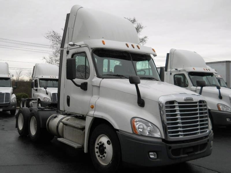 Day Cab Tractor-Heavy Duty Tractors-Freightliner-2013-Cascadia 12564ST-CONCORD-NC-538,441 miles-$33,000