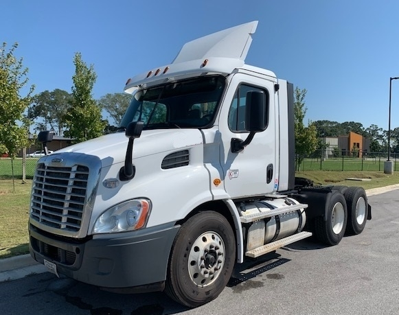 Day Cab Tractor-Heavy Duty Tractors-Freightliner-2016-Cascadia 11364ST-LAFAYETTE-LA-215,346 miles-$68,000