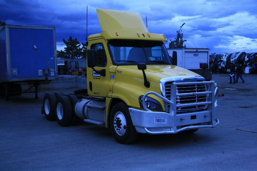 Day Cab Tractor-Heavy Duty Tractors-Freightliner-2015-Cascadia 12564ST-SPRINGFIELD-OR-162,433 miles-$76,250