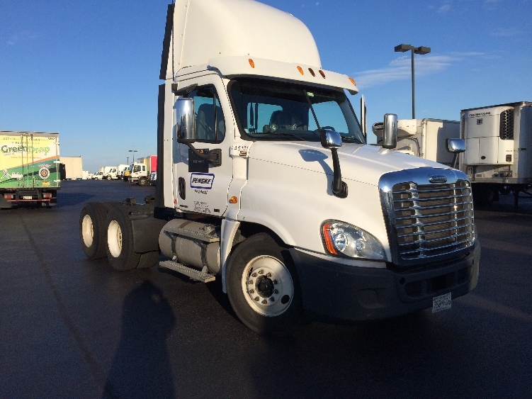 Day Cab Tractor-Heavy Duty Tractors-Freightliner-2010-Cascadia 12564ST-JESSUP-MD-488,732 miles-$31,250