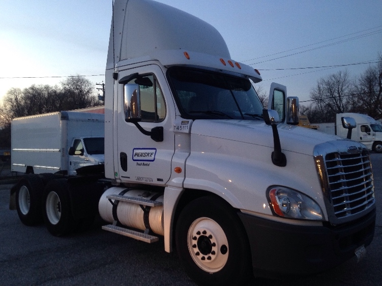 Day Cab Tractor-Heavy Duty Tractors-Freightliner-2010-Cascadia 12564ST-ESSEX-MD-469,346 miles-$31,000