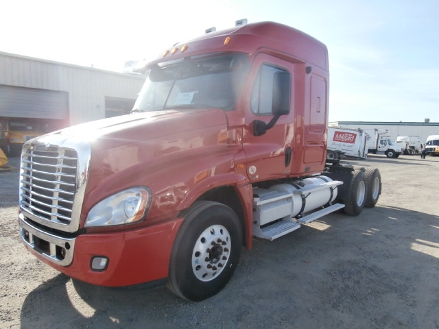 Sleeper Tractor-Heavy Duty Tractors-Freightliner-2010-Cascadia 12564ST-WEST SACRAMENTO-CA-520,579 miles-$33,750