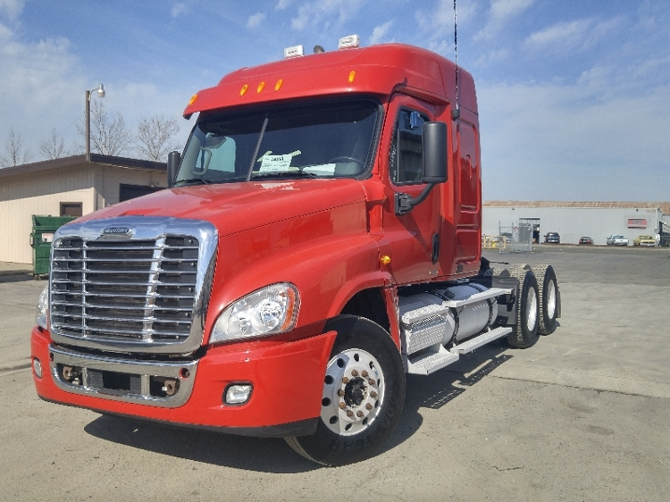 Sleeper Tractor-Heavy Duty Tractors-Freightliner-2010-Cascadia 12564ST-WEST SACRAMENTO-CA-536,172 miles-$37,250