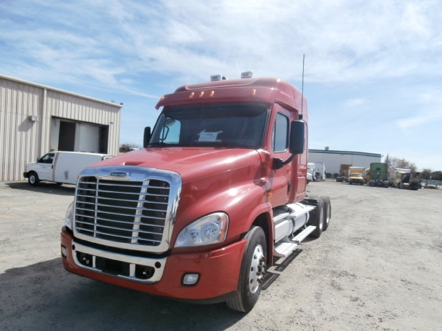 Sleeper Tractor-Heavy Duty Tractors-Freightliner-2010-Cascadia 12564ST-WEST SACRAMENTO-CA-532,864 miles-$37,250