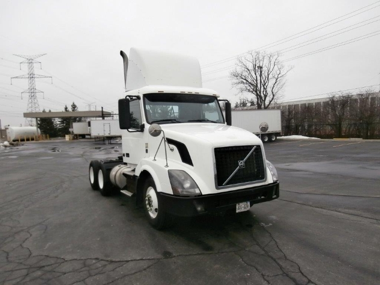 Day Cab Tractor-Heavy Duty Tractors-Volvo-2011-VNL64T300-MISSISSAUGA-ON-388,068 km-$41,250