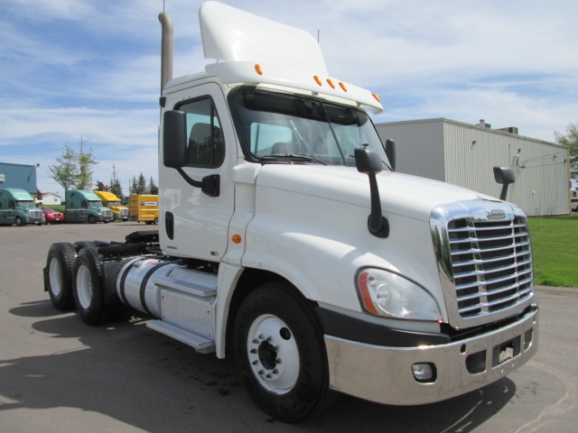 Day Cab Tractor-Heavy Duty Tractors-Freightliner-2011-Cascadia 12564ST-MONCTON-NB-646,860 km-$43,750