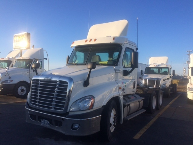 Day Cab Tractor-Heavy Duty Tractors-Freightliner-2011-Cascadia 12564ST-SAINT LAURENT-PQ-832,354 km-$42,250