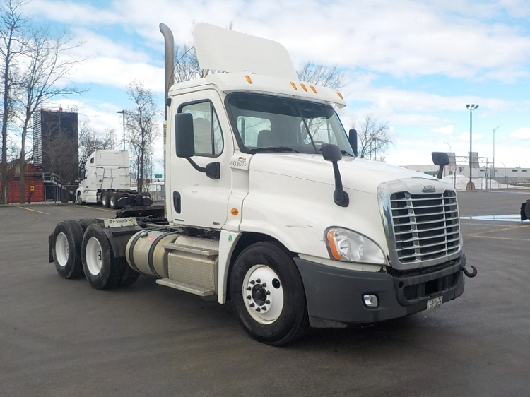 Day Cab Tractor-Heavy Duty Tractors-Freightliner-2011-Cascadia 12564ST-SAINT LAURENT-PQ-819,140 km-$40,000