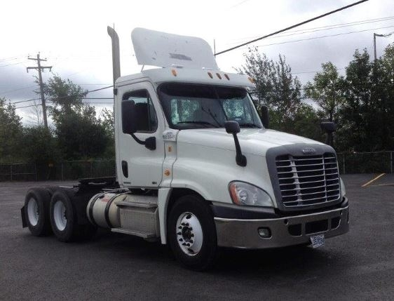 Day Cab Tractor-Heavy Duty Tractors-Freightliner-2011-Cascadia 12564ST-BOUCHERVILLE-PQ-682,194 km-$45,750