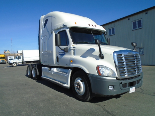 Sleeper Tractor-Heavy Duty Tractors-Freightliner-2011-Cascadia 12564ST-HALIFAX-NS-883,132 km-$41,750