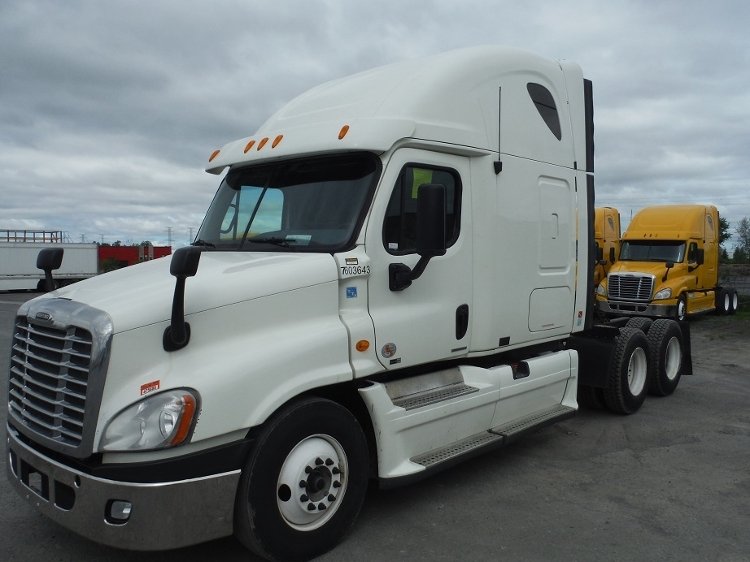Sleeper Tractor-Heavy Duty Tractors-Freightliner-2011-Cascadia 12564ST-MISSISSAUGA-ON-963,966 km-$35,500