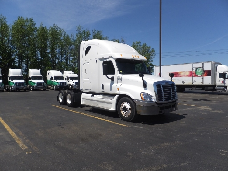 Sleeper Tractor-Heavy Duty Tractors-Freightliner-2011-Cascadia 12564ST-STE-FOY-PQ-854,386 km-$44,000