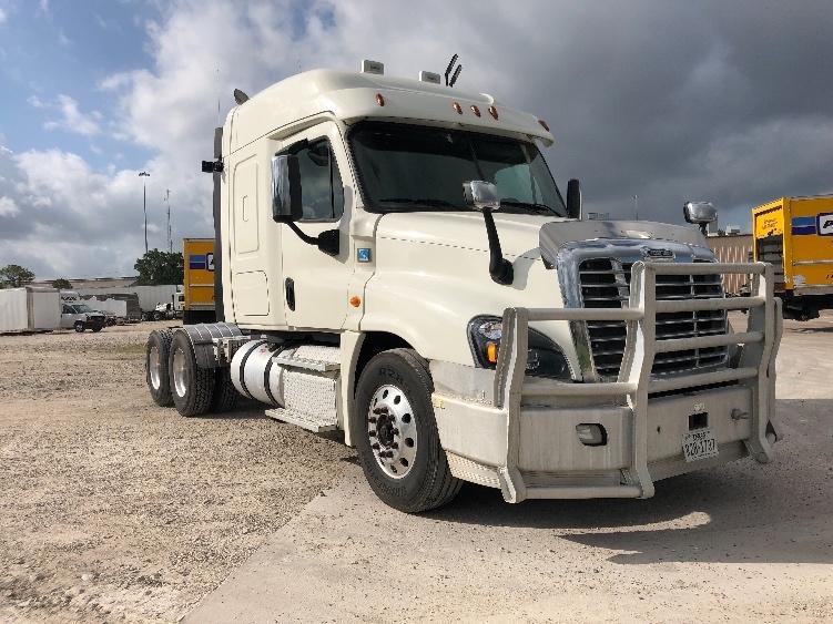 Used Sleeper Tractors For Sale in TX - Penske Used Trucks