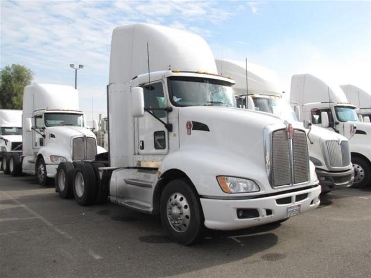 Day Cab Tractor-Heavy Duty Tractors-Kenworth-2009-T660-WEST SACRAMENTO-CA-748,274 miles-$26,750