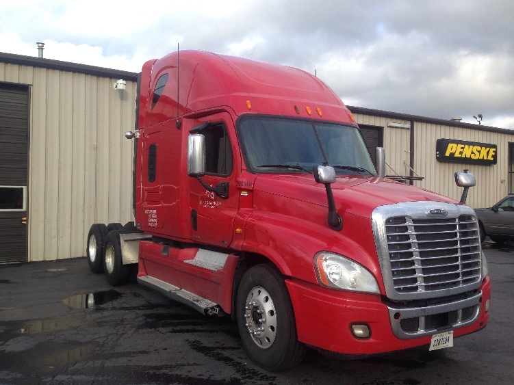 Sleeper Tractor-Heavy Duty Tractors-Freightliner-2011-Cascadia 12564ST-PORTLAND-OR-701,649 miles-$42,250