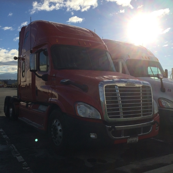 Sleeper Tractor-Heavy Duty Tractors-Freightliner-2011-Cascadia 12564ST-PORTLAND-OR-639,028 miles-$19,000
