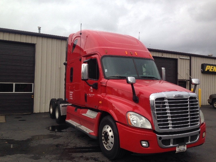 Sleeper Tractor-Heavy Duty Tractors-Freightliner-2011-Cascadia 12564ST-PORTLAND-OR-703,014 miles-$42,250