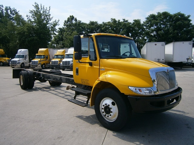 Cab and Chassis Truck-Light and Medium Duty Trucks-International-2013-4300-HARTFORD-CT-174,901 miles-$27,250
