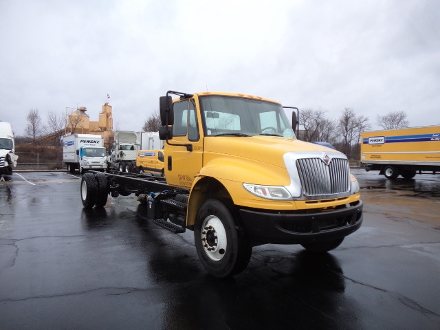Cab and Chassis Truck-Light and Medium Duty Trucks-International-2015-4300-FAIRLESS HILLS-PA-161,594 miles-$34,250