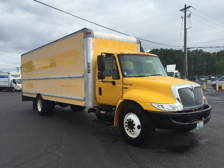 Medium Duty Box Truck-Light and Medium Duty Trucks-International-2009-4300-ROSEVILLE-MN-227,213 miles-$20,500