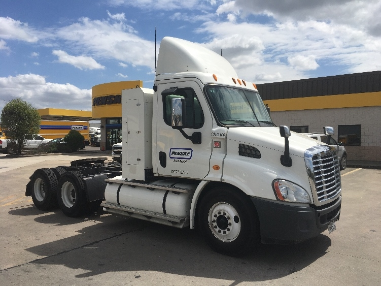 Day Cab Tractor-Heavy Duty Tractors-Freightliner-2014-Cascadia 11364ST-HOUSTON-TX-301,069 miles-$79,250