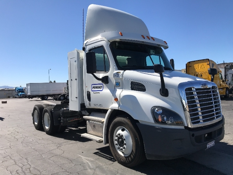 Day Cab Tractor-Heavy Duty Tractors-Freightliner-2015-Cascadia 11364ST-ONTARIO-CA-51,711 miles-$110,000