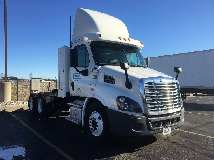 Day Cab Tractor-Heavy Duty Tractors-Freightliner-2015-Cascadia 11364ST-PERRYSBURG-OH-46,529 miles-$102,750