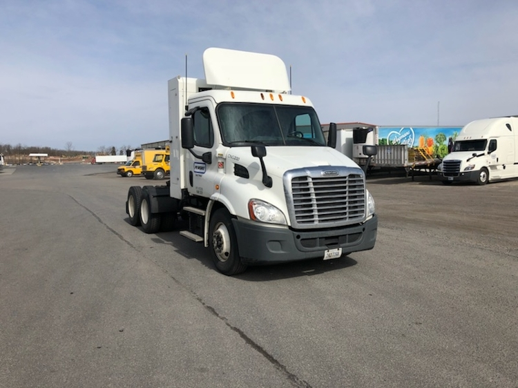 Day Cab Tractor-Heavy Duty Tractors-Freightliner-2014-Cascadia 11364ST-POTTSVILLE-PA-263,081 miles-$77,500
