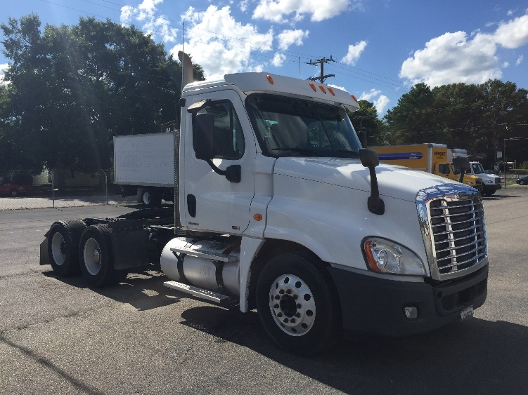 Day Cab Tractor-Heavy Duty Tractors-Freightliner-2011-Cascadia 12564ST-RICHMOND-VA-388,903 miles-$38,250