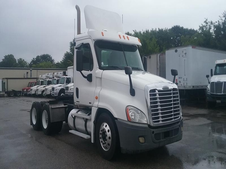 Day Cab Tractor-Heavy Duty Tractors-Freightliner-2011-Cascadia 12564ST-CHESAPEAKE-VA-332,933 miles-$41,000