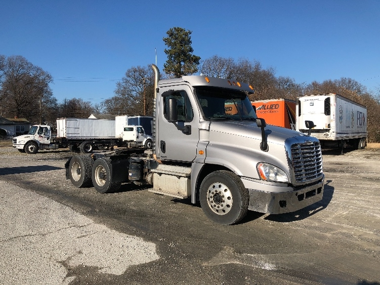 Day Cab Tractor-Heavy Duty Tractors-Freightliner-2012-Cascadia 12564ST-CHESAPEAKE-VA-295,681 miles-$34,250