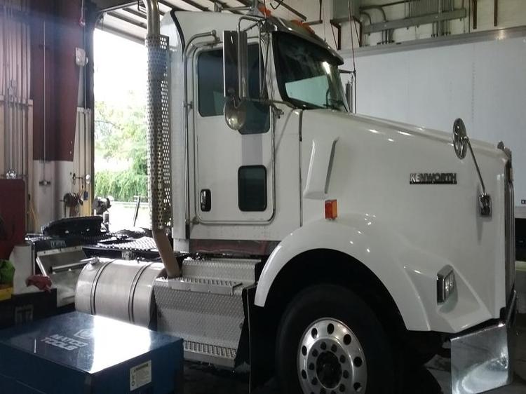 Day Cab Tractor-Heavy Duty Tractors-Kenworth-2012-T800-CHESAPEAKE-VA-423,440 miles-$50,500