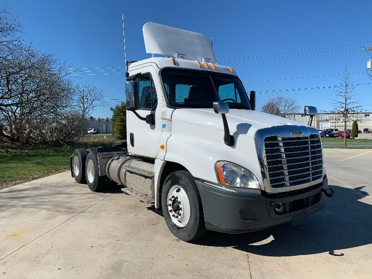 Day Cab Tractor-Heavy Duty Tractors-Freightliner-2013-Cascadia 12564ST-GOSHEN-IN-131,320 miles-$52,000