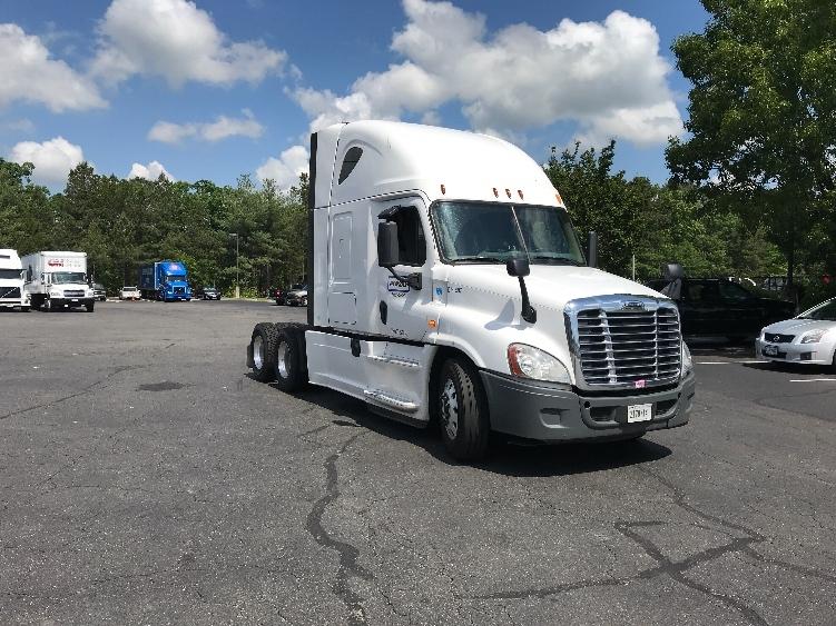 Sleeper Tractor-Heavy Duty Tractors-Freightliner-2014-Cascadia 12564ST-SANDSTON-VA-427,299 miles-$51,000