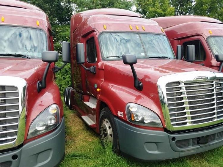 Sleeper Tractor-Heavy Duty Tractors-Freightliner-2014-Cascadia 12564ST-DALLAS-TX-481,103 miles-$56,250