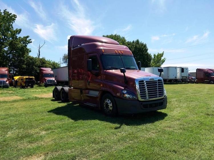 Sleeper Tractor-Heavy Duty Tractors-Freightliner-2014-Cascadia 12564ST-SPRINGFIELD-MO-477,150 miles-$56,500