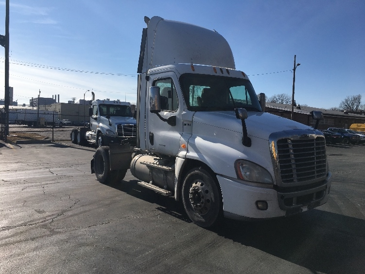 Day Cab Tractor-Heavy Duty Tractors-Freightliner-2009-Cascadia 12542ST-SAINT LOUIS-MO-410,426 miles-$26,500